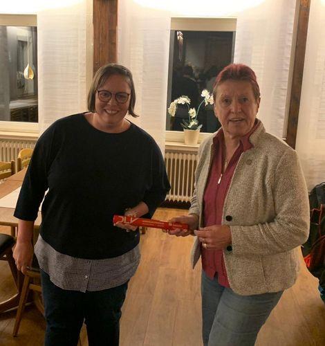Hannelore Herrmann übergibt Staffelstab an Melanie Berger Foto: privat